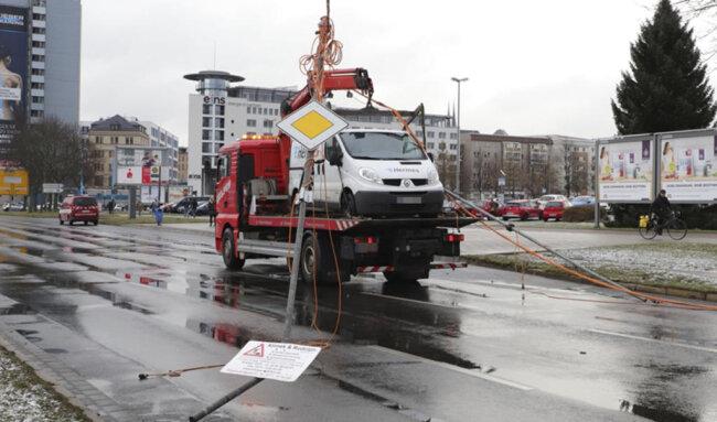 """<p xmlns:php=""""http://php.net/xsl"""">Die Polizei sperrte zunächst die gesamte Kreuzung.</p>"""