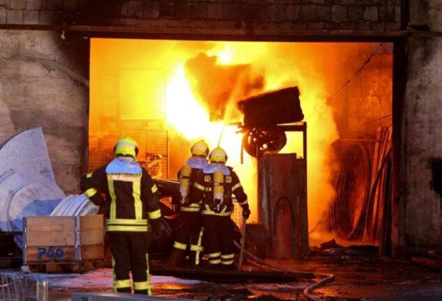 <p>Die Leitstelle der Feuerwehr erhielt um 17.13 Uhr die erste Meldung über den Brand.</p>