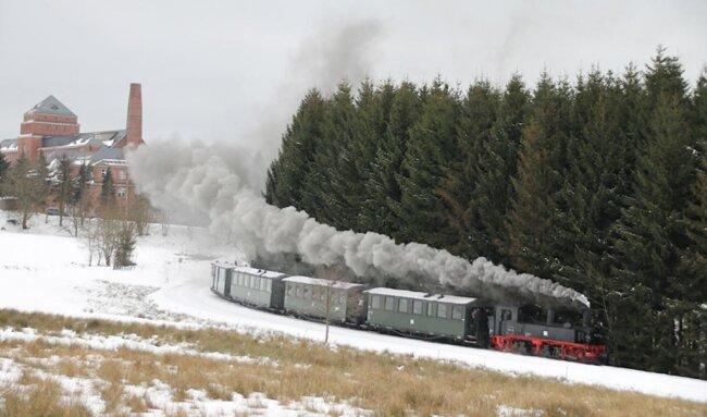<p>Drei ganz besondere Mitreisende kamen dabei am Sonntag aus Frankfurt/Main. Die Hessen hatten es geschafft, binnen vier Tagen mit allen zehn sächsischen Schmalspurbahnen zu fahren.</p>