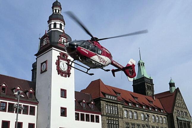 <p>Ein Patient war in einer Arztpraxis in Not geraten, erklärt Frank Zierold, Lagedienstführer der integrierten Rettungsleitstelle Chemnitz.</p>