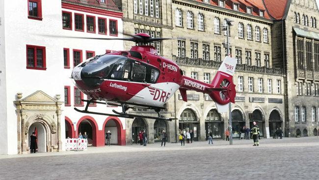 <p>Da alle vier Notärzte des Notfalldienstes im Einsatz waren, wurde ein Rettungshubschrauber angefordert.</p>