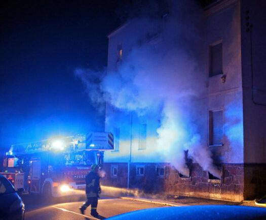 <p>Zwei Menschen kamen mit dem Verdacht auf Rauchgasvergiftung ins Krankenhaus, die anderen sind wohlauf.</p>