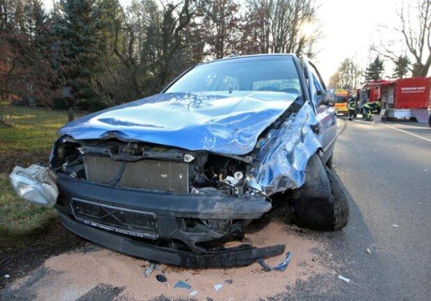<p>Laut Polizei entstand ein Schaden von 13.000 Euro. Bis in den Abend gab es eine Vollsperrung.</p>