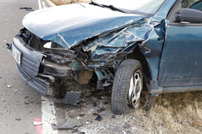 <p>Wegen der Unfallaufnahme und Bergung der Fahrzeuge wurde die Straße voll gesperrt.</p>