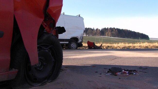 <p>Durch den Unfall wurden der Dacia-Fahrer, der Beifahrer aus dem Transporter sowie die VW-Fahrerin schwer, der Transporterfahrer leicht verletzt.</p>