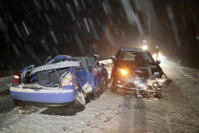 <p>Bei starkem Schneetreiben und glatter Straße war eine Audi-Fahrerein gegen 18 Uhr mit ihrem Fahrzeug auf der Mittweidaer Straße ins Schleudern geraten.</p>