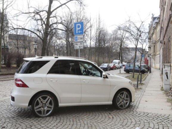 <p>Ein Großteil der Fahrzeuge war verkehrswidrig oder scheinbar verkehrswidrig abgestellt.</p>