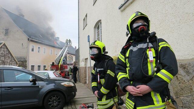 <p>Ein Feuerwehrmann wurde beim Einsatz verletzt.</p>