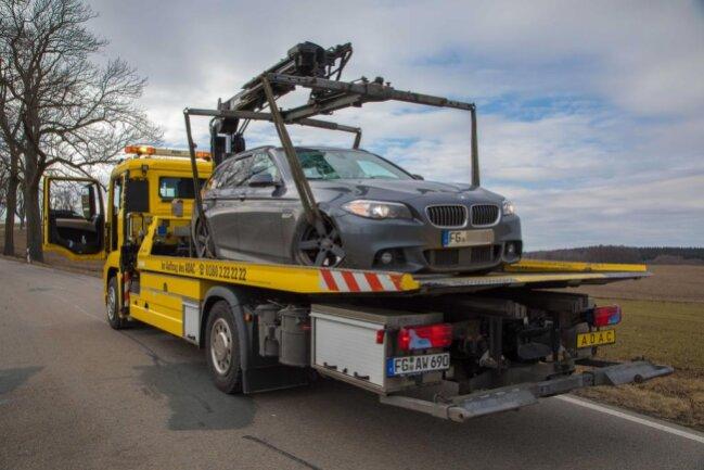 <p>Der BMW musste abgeschleppt werden.</p>
