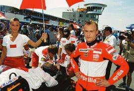<p>Sachsenring 1999: Ralf Waldmannam Start im Rennen 250ccm.</p>