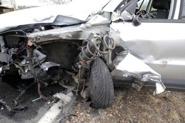 <p>Ersten Angaben zufolge wurde die Fahrerin des VW schwer verletzt.</p>