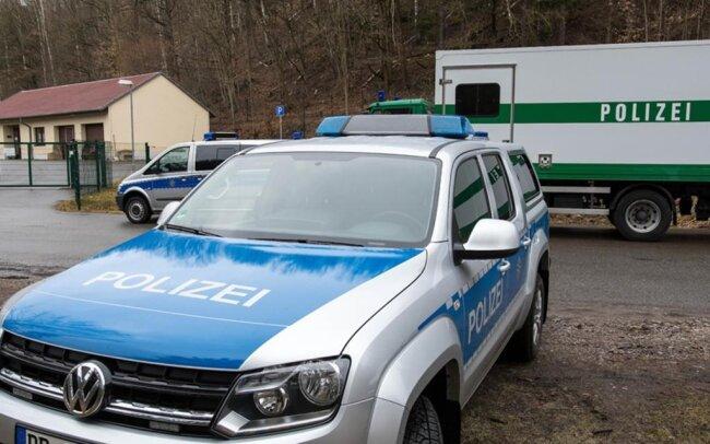 <p>Unabhängig davon sollen Polizeibeamte innerhalb ihrer Streifentätigkeit verschiedene Uferbereiche permanent kontrollieren.</p>