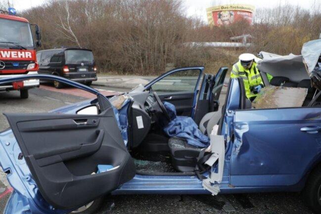 <p>Der Unfall hatte sich kurz nach 16 Uhr auf der Friedrich-Oskar-Schimmel-Straße ereignet.</p>