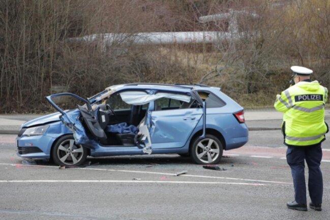 <p>Die Skoda-Fahrerin wurde schwer verletzt und musste von den Kameraden der Feuerwehr aus dem Auto befreit werden.</p>
