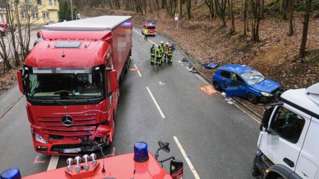 <p>Die Feuerwehren Aue, Alberoda, Bad Schlema und Lößnitz waren mit 25 Einsatzkräften vor Ort. (fp)</p>