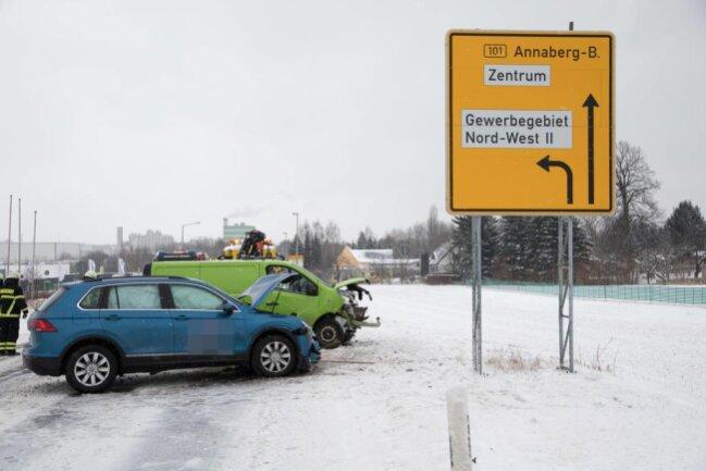 <p>Ersten Angaben zufolge soll ein Fahrschulauto am Unfall beteiligt gewesen sein.</p>