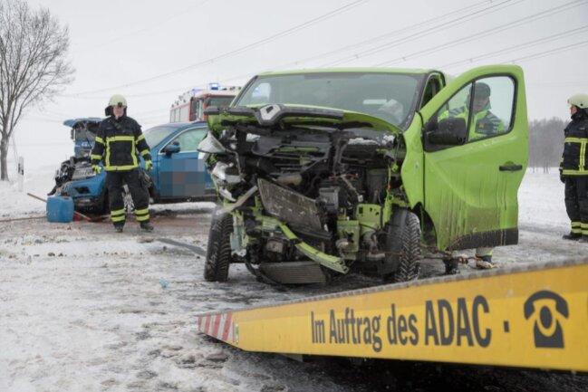 <p>In Freiberg wurden bei einem ein Unfall auf der Leipziger Straße am Samstagmittag vier Personen leicht verletzt.</p>