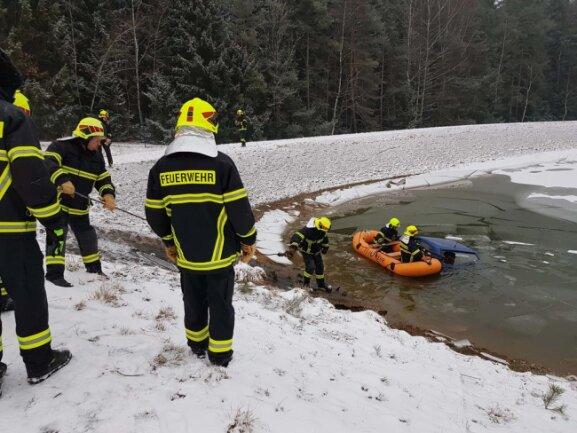 <p>Glimpflich ist am Dienstagnachmittag ein Verkehrsunfall auf der Straße zwischen Schreiersgrün und Eich bei Treuen im Vogtland ausgegangen.</p>