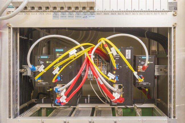 <p>Bisher ist das digitale Stellwerk nur im Bereich des Bahnhofs Annaberg-Buchholz Süd installiert. Käme die Technik auf der gesamten Strecke, könnte man sich den ganzen Raum sparen.</p>