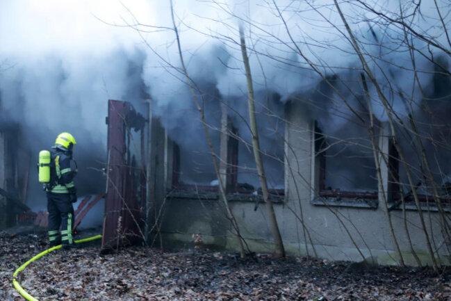 <p>Zur Ursache des Brandes und zum Sachschaden konnte Hänel noch keine Angaben machen.</p>