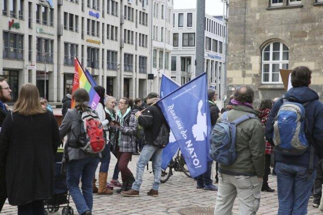 """<p>Ostermarsch-Organisator Einde O'Callaghan hatte vorher erklärt, dass """"Pegida bei uns nicht willkommen ist. Wir haben mit Rassismus und Fremdenfeindlichkeit nichts zu tun"""".</p>"""