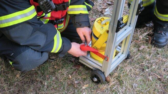 <p>Das Material wurde in einem Bleicontainer sichergestellt. Im Einsatz sind bis zur Stunde neben der Freiwilligen Feuerwehr Aue und der Polizei auch der Gefahrgutzug Erzgebirge.</p>