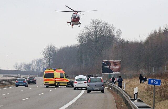 <p>Der Mercedes-Fahrer wurde bei dem Unfall schwer verletzt. Ein Rettungshubschrauber war im Einsatz. Das Schaf überlebte den Unfall nicht.</p>
