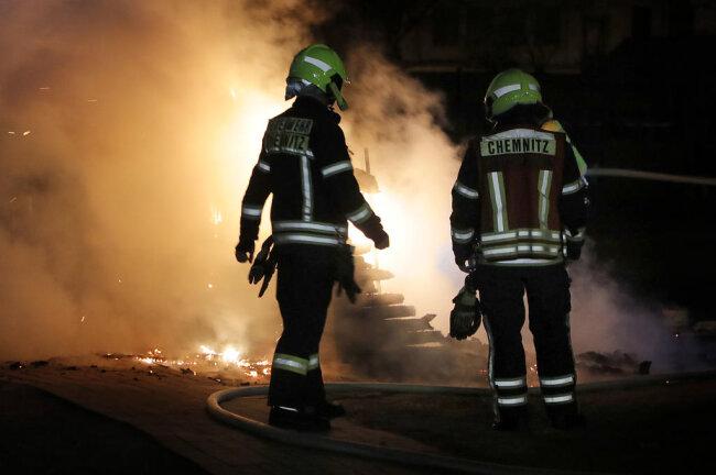 <p>Gegen 22.15 Uhr stand an dem Areal an der Tschaikowskistraße ein Gartenhaus in Flammen.</p>