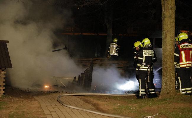 <p>Die Feuerwehr rückte an, konnte aber nicht mehr viel ausrichten.</p>