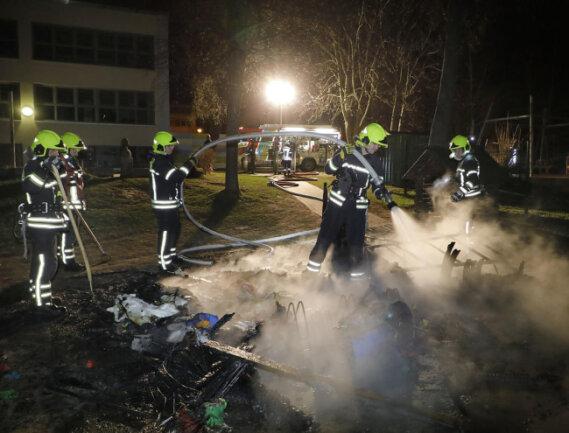 <p>Das Häuschen brannte vollständig ab. In dem Gartenhaus wurde Spielzeug aufbewahrt.</p>