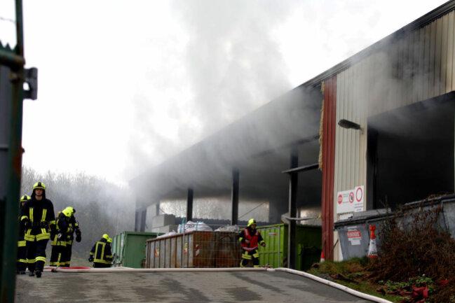 <p>Durch den Großbrand kommt es zu einer starken Rauchentwicklung.</p>