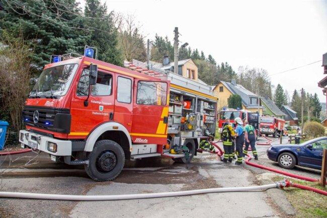 <p>Zur Brandursache ermittelt die Polizei. Zum Sachschaden liegen noch keine Angaben vor.</p>