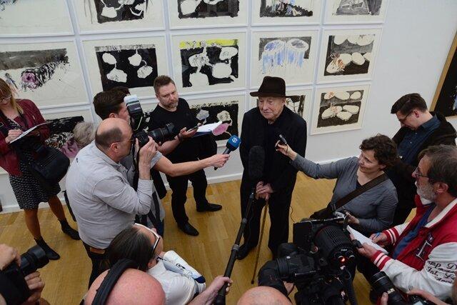 <p>Die drei Werke sollen den bisherigen Bestand von 48 Arbeiten aus den Jahren 1966 bis 2013 ergänzen, die ab Montag erstmals komplett in dem Museum zu sehen sind.</p>