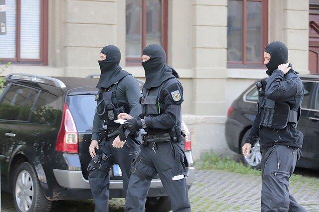 <p>Der Schlag gegen Netzwerke Organisierter Kriminalität läuft seit den frühen Morgenstunden.</p>