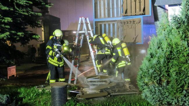 <p>Die Feuerwehren aus Lößnitz, Affalter, Grüna und Dittersdorf waren vor Ort.</p>