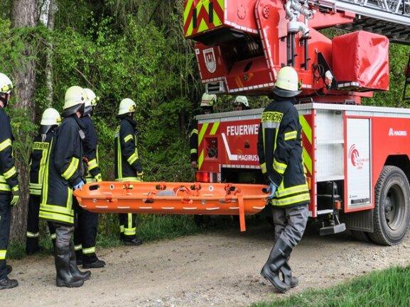 <p>Nach Informationen der Polizei Chemnitz handelt es sich um eine 63-jährige Frau aus Affalter. Sie war am Montagmorgen als vermisst gemeldet worden. Bei der Überprüfung verschiedener Anlaufpunkte der Frau entdeckten Polizisten die leblose Person in dem Teich.</p>
