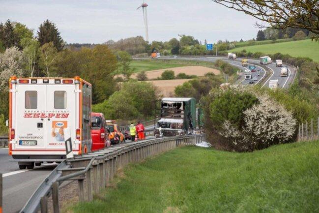<p>Während der Löscharbeiten musste die Autobahn ca. eine Stunde voll gesperrt werden.</p>