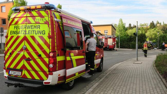 <p>Die Kreuzung Haaraer Straße - Am Markt - Kirchberger Straße wurde zur Bergung voll gesperrt. Im Einsatz waren die Feuerwehr Wilkau-Haßlau mit 20 Kameraden sowie Rettungsdienst und Polizei.</p>