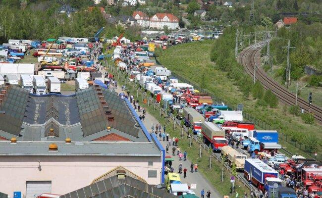 <p>Bereits am Samstagvormittag lockte die Veranstaltung, die auf einem Teilstück der Westtrasse in Werdau stattfindet, Tausende von Besuchern an.</p>