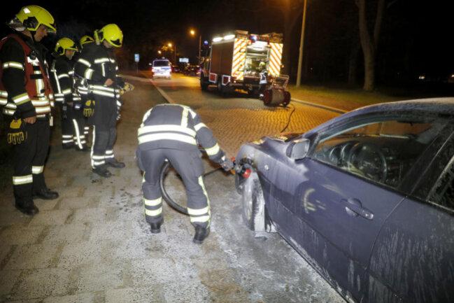 <p>Der Brand ging ersten Informationen zufolge von einem Reifen des Mazda aus.</p>
