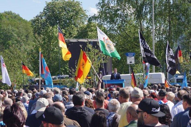 <p>Eine AfD-Veranstaltung mit Björn Höcke, für die auch rechte und rechtsextreme Bürgerbewegungen mobilisiert hatten, zog am Montagnachmittag in Zwickau mehrere hundert Sympathisanten an.</p>