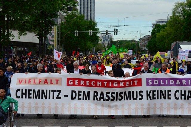 """<p>Unterwegs wurde """"Erster Mai - nazifrei"""", """"Es gibt kein Recht auf Nazipropaganda"""" und """"Hoch die internationale Solidarität"""" gerufen...</p>"""