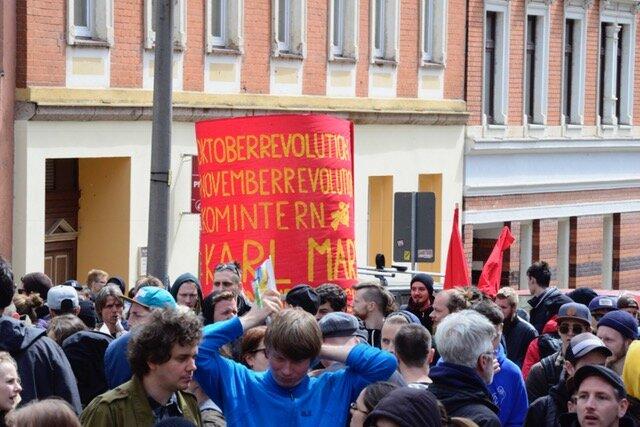 <p>Antifa-Demonstranten auf der Zietenstraße.</p>