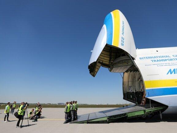 """<p>Eigentlich sollte sie die sowjetische Raumfähre """"Buran"""" huckepack transportieren. Als Basis für die Entwicklung diente die An-124, von der noch heute mehrere Exemplare weltweit im Einsatz sind.</p>"""