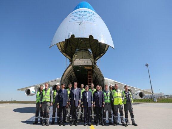<p>2001 gab es den zweiten Erstflug. Seitdem ist die Maschine weltweit im Einsatz und transportiert Fracht, die sonst kein anderes Flugzeug befördern kann.</p>