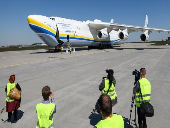 Größtes Flugzeug Der Welt Landet In Leipzig Freie Presse
