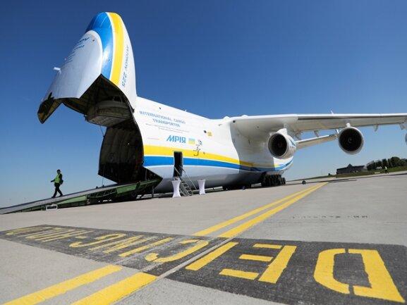<p>Die schwerste Ladung, die die An-225 je transportierte, war im Jahr 2004 Ölausrüstung mit einem Gesamtgewicht von247 Tonnen.</p>