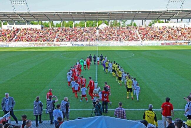 <p>Vor 10 134 Zuschauern im ausverkauften Zwickauer Stadion hatte Sergio Gómez den BVB in der 17. Spielminute zunächst in Führung geschossen.</p>