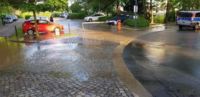 <p>Am Dienstagmorgen hat es auf dem Kaßberg in Chemnitz einen Wasserrohrbruch gegeben.</p>