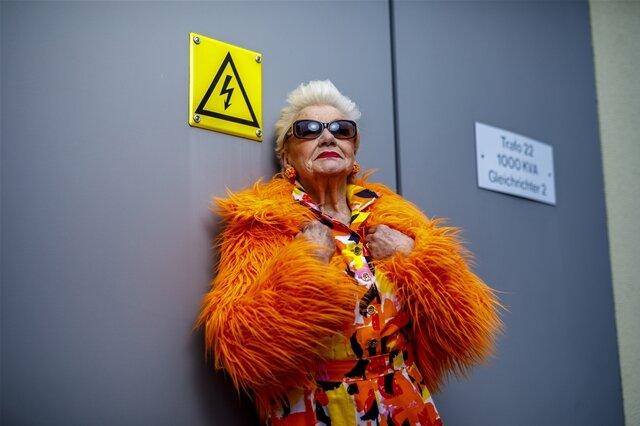 """<p>Reportagefoto/Fotoserie des Jahres: """"Alter ist, was man draus macht"""" von Eric Münch. """"Unter Strom"""":Christa Höhnel posiert für das Projekt """"Schönheit im Alter"""".</p>"""